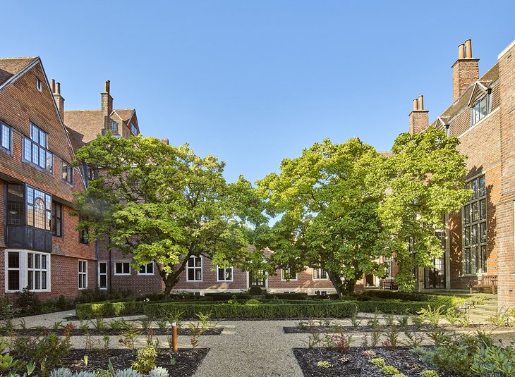 12 King Edward VII Estate (NW18)
