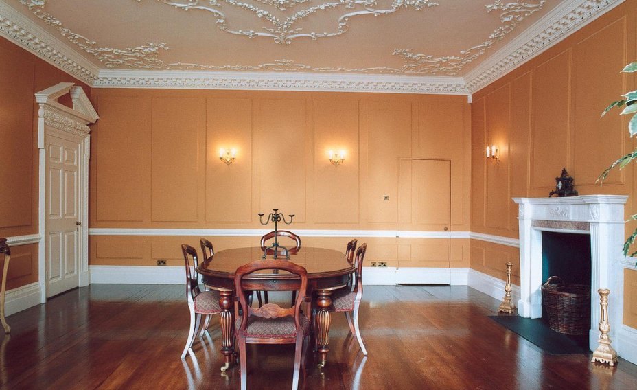 Cheverells_Dining_area_with_fire_place