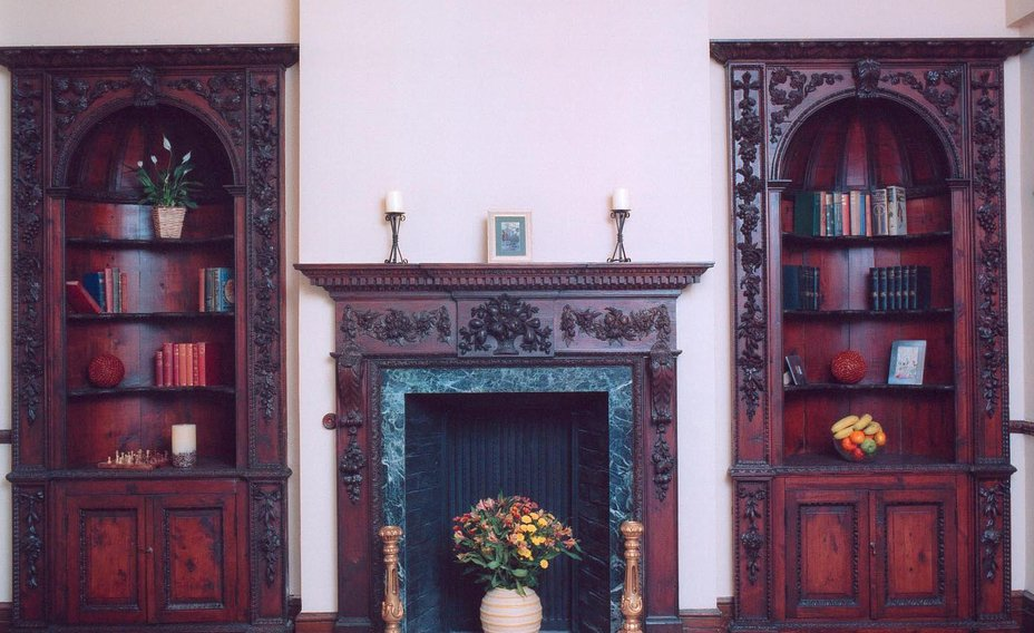 Cheverells_Fire_place_and_book_cases