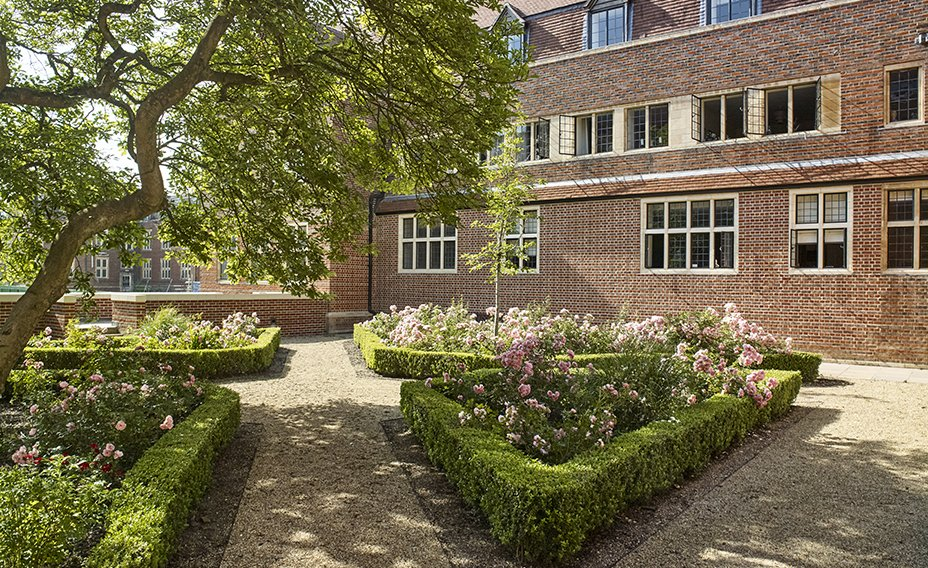 King_Edward_VII_Estate_The_Courtyard_Gardens